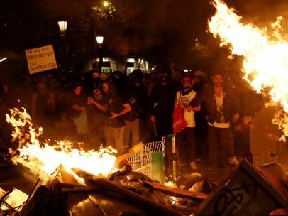 Nuevos disturbios en Barcelona en la cuarta noche de protestas.
