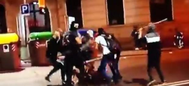 Brutal agresión de una decena de ultras