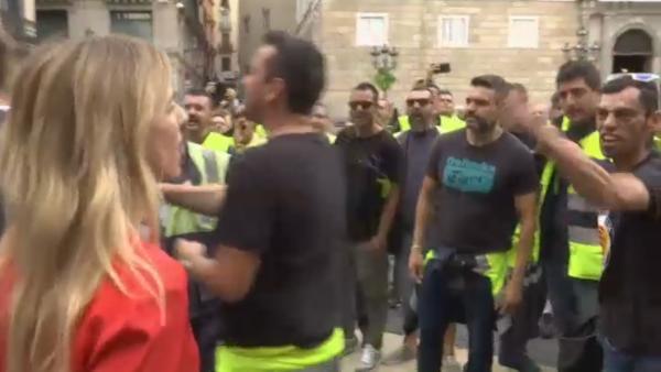Cayetana Álvarez de Toledo se enfrenta a unos manifestantes