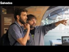 Jordi Évole y Gonzo en la llegada de este a la redacción