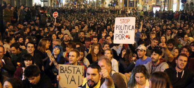 Sentada ante la Jefatura de Policía de Barcelona.