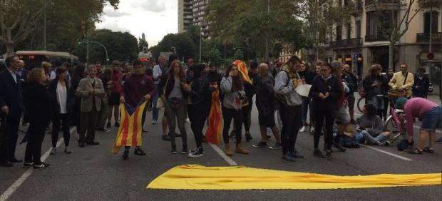 Concentración ante la conselleria de Interior que se traslada hacia la Delegación del Gobierno en Barcelona.